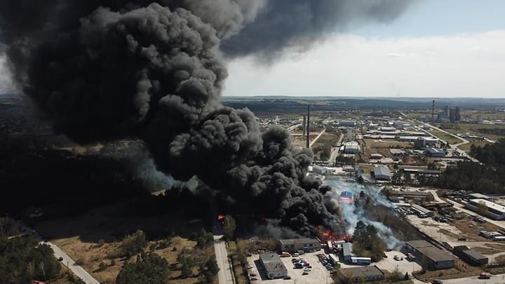 Spaliło się składowisko odpadów chemicznych koło Kielc