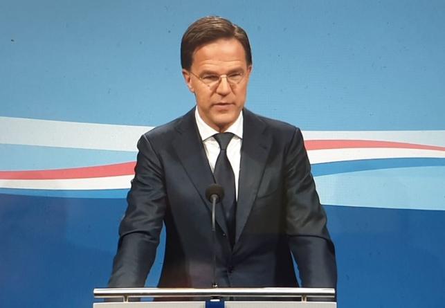 Premier Holandii nie odwiedził umierającej matki. Przestrzegał wprowadzonych obostrzeń
