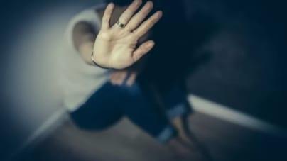 Zgwałcił kobietę na klatce schodowej. Policja prosi o pomoc