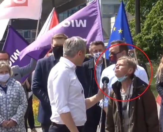 """HIT! Kobieta przerwała konferencje Biedronia: """"Kocham Dudę i Morawieckiego"""""""