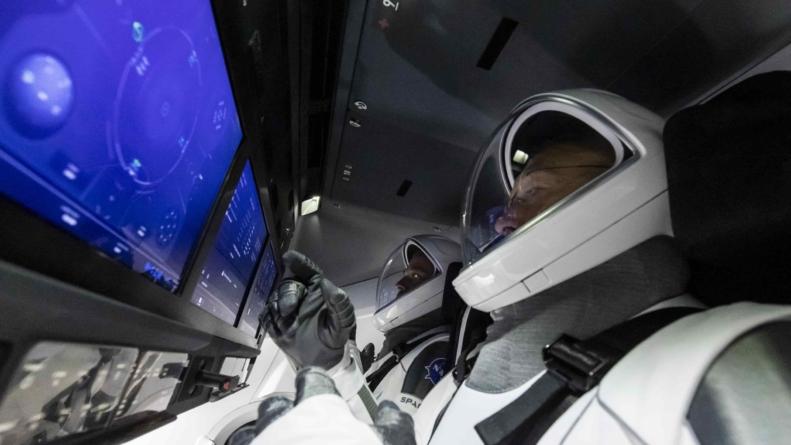 Załoga kapsuły Dragon zadokowała na ISS. Pierwszy komercyjny sukces SpaceX