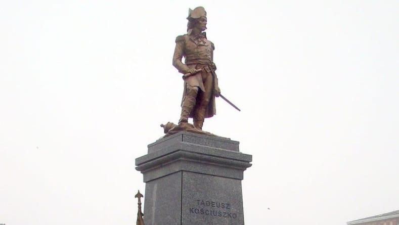 Pomnik Kościuszki w Warszawie zdewastowany