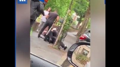 Londyn: Policjant zaatakowany przez przechodniów. Został skopany i pobity [+VIDEO]