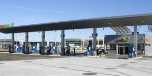 Ceny paliw powoli idą w górę. Na początku wakacji tankowanie będzie droższe