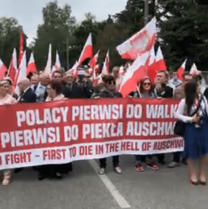 Marsz w Oświęcimiu zatrzymany! Skandaliczna decyzja dyrekcji muzeum [WIDEO]