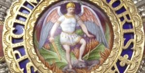 """""""To nie demon, ale czarny mężczyzna"""". Order św. Michała Archanioła przypomina lewakom George'a Floyda"""