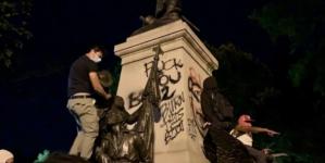 USA: Waszyngton płonie. Demonstranci zdewastowali pomnik Kościuszki