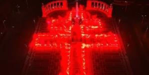 NIEZWYKŁY widok! Węgrzy utworzyli wielki krzyż w stulecie haniebnego traktatu z Trianon [+ZDJĘCIA]