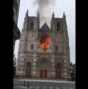 Francuskie media w szoku. Imigrant przyznał się do podpalenia katedry