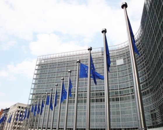 Komisja Europejska wszczyna procedurę wobec Polski. Chodzi o niezależność szefa UKE