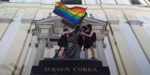 """NIEWIARYGODNA prowokacja LGBT! Sprofanowali pomnik Chrystusa: """"To jest szturm! To tęcza. To atak!"""""""