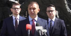 """Bąkiewicz reaguje na raport Departamentu Stanu: """"Kolejny element nacisku na Polskę"""" [+VIDEO]"""