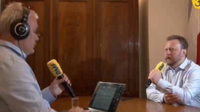"""Po wakacjach zapadnie decyzja w sprawie rezygnacji Szumowskiego z funkcji ministra. """"Jestem zmęczony drążeniem tematu zakupu przez rząd maseczek"""""""