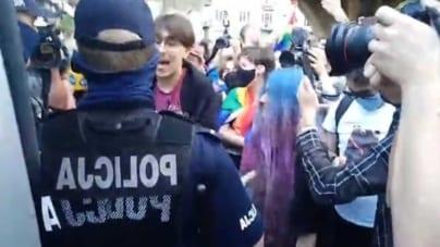 Policja aresztowała agresywnego aktywistę LGBT. Totalna opozycja broni chuligana