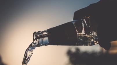 Polacy wydają rekordowe ilości pieniędzy na alkohol. Efekt koronawirusa?