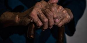 """Hiszpańska prokuratura: """"Rodzina nie może odmówić szczepienia seniora"""""""