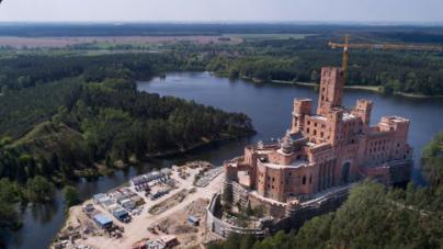 Zamek w Stobnicy powstaje bez większych przeszkód administracyjnych
