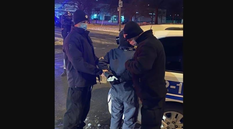 """""""Aresztowania za wyjście z domu"""" w Montrealu. Obywatele protestują przeciwko godzinie policyjnej"""