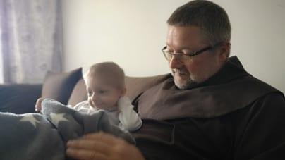 Facebook nie pozwala katolickiemu zakonnikowi promować hospicjów perinatalnych