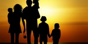 Ofensywa na rzecz wsparcia rodziców i dzieci. Projekty Ordo Iuris, Konfederacji i Solidarnej Polski