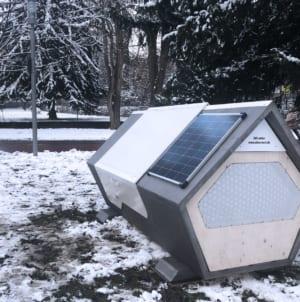 Kapsuły dla bezdomnych – innowacyjny projekt niemieckiego miasta, przedsiębiorców i Caritasu