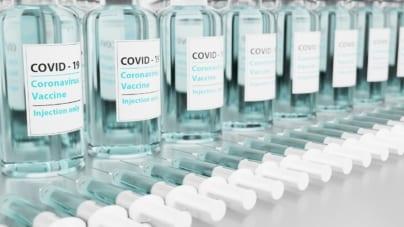 """Szczepionka Pfizera mniej skuteczna wobec nowego, """"afrykańskiego wariantu"""" COVID-19"""