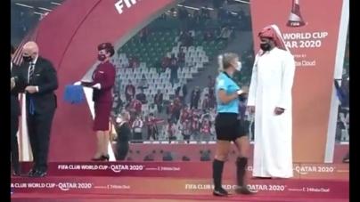 Dyskryminacja kobiet podczas finału sportowej imprezy? Kontrowersyjne zachowanie