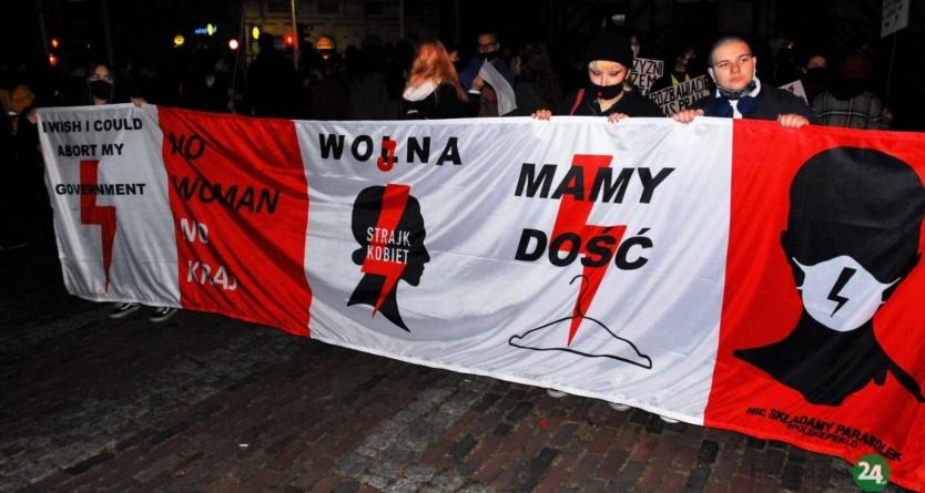 Wojna domowa na lewicy. Anarchiści napadli na manifę Strajku Kobiet