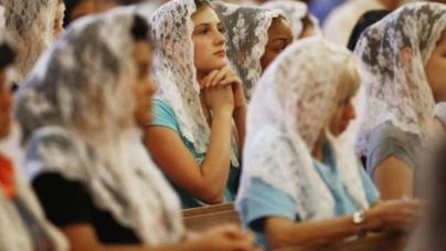 Kobiety krytykują rząd. Obostrzenia uderzają w wierzących katolików
