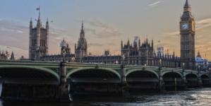 Wielka Brytania: Wakacje za granicą nielegalne. 5 tys. funtów grzywny za opuszczenie kraju
