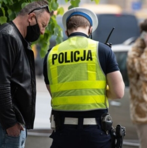 Policja chwali się statystykami. Tysiące ludzi z mandatami