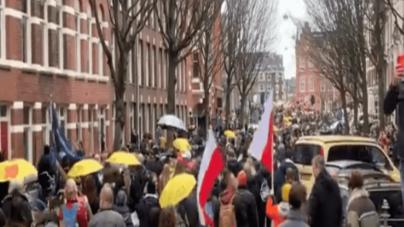Protest w Amsterdamie. Wojskowi weterani w obronie Holendrów