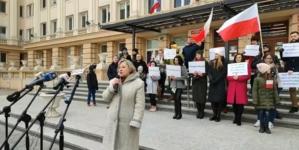 Nauczyciele protestowali w Rzeszowie. Solidarność wyraził Grzegorz Braun [WIDEO]