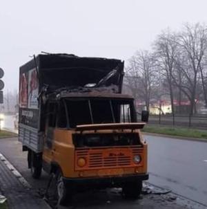 Spłonął samochód z antyaborcyjnymi hasłami. Lewacki terror pozostaje bezkarny