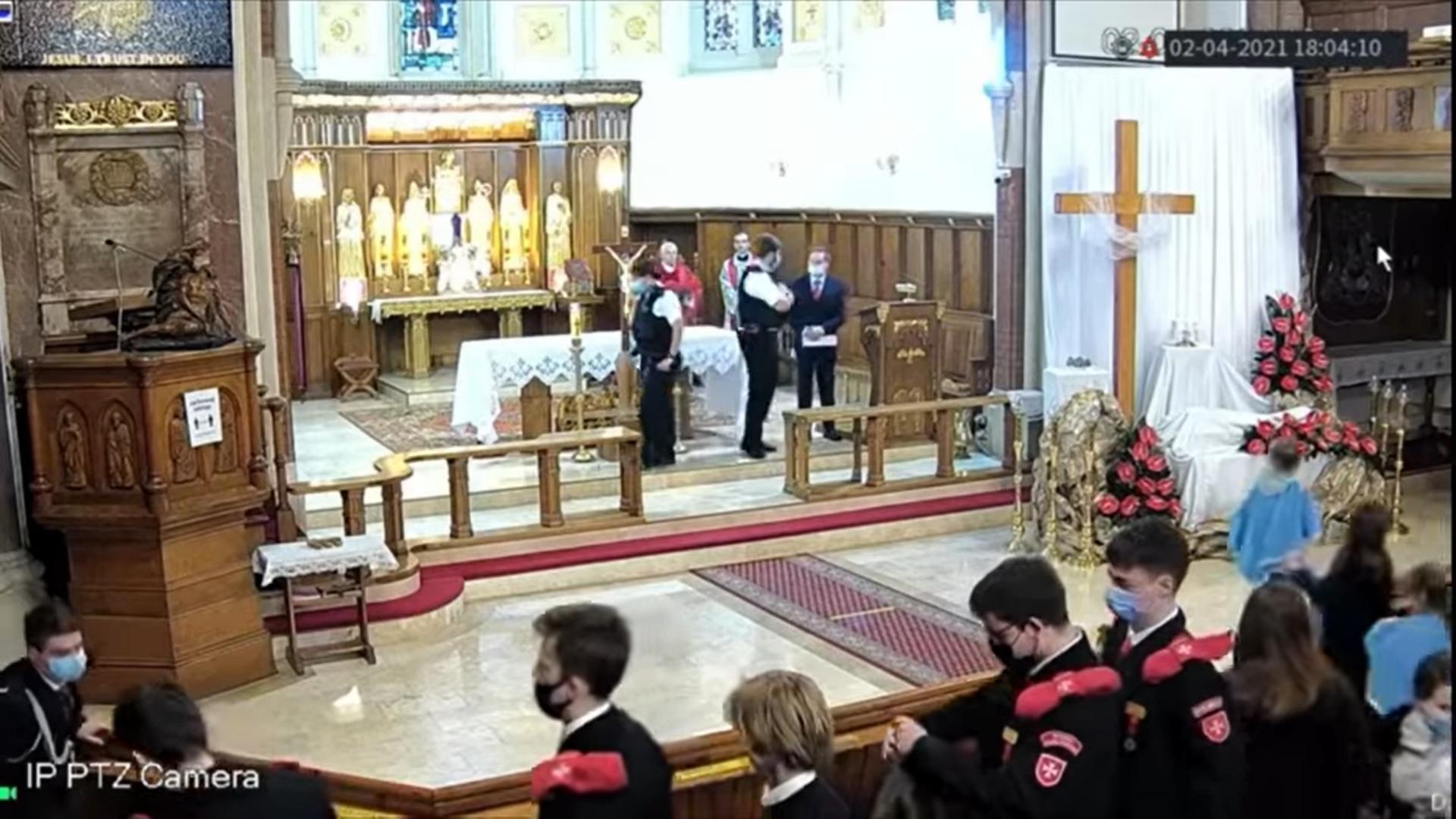 Londyńska policja wyrzuciła wiernych z polskiego kościoła.