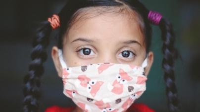 Korona-paranoja. Mandat za brak maski nawet dla 2-latków