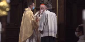 Kardynał Nycz zasłabł podczas liturgii. Jest w szpitalu