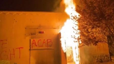 Antifa podpaliła budynek policji! Kolejna noc zamieszek w Portland [WIDEO]