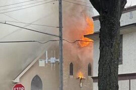 Podpalono polski kościół w Minneapolis? Protesty po śmierci kryminalisty