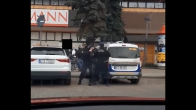 Kontrowersyjna akcja straży miejskiej w Tarnowie. Zatrzymany za jedzenie hot doga bez maseczki