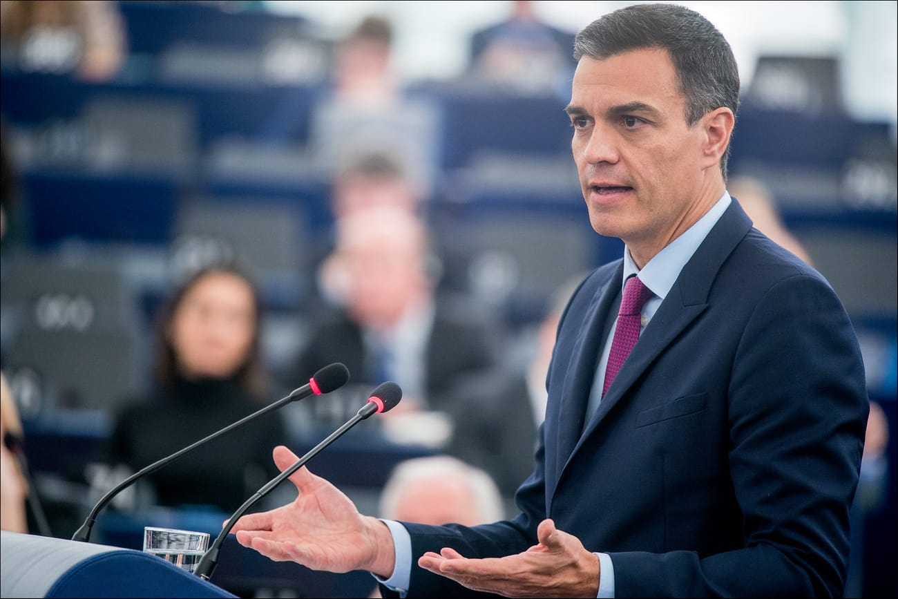 Pedro Sánchez przemawiający w Parlamencie Europejskim