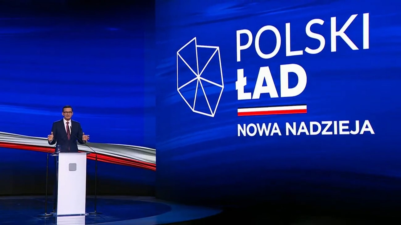 """Mateusz Morawiecki podczas prezentacji programu """"Polski Ład""""."""