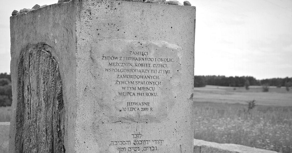 Pomnik w Jedwabnem.