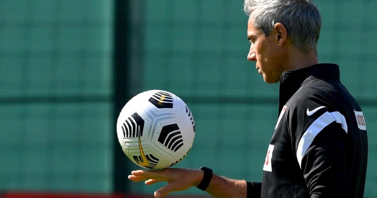 Paulo Sousa podczas treningu kadry w Warszawie.